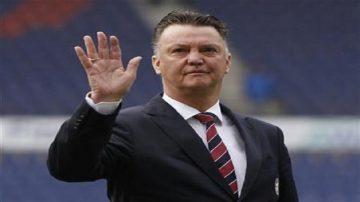 Bayern Munich's head coach van Gaal waves before German Bundesliga match in Hanover